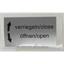"étiquette ""Close, Open"""