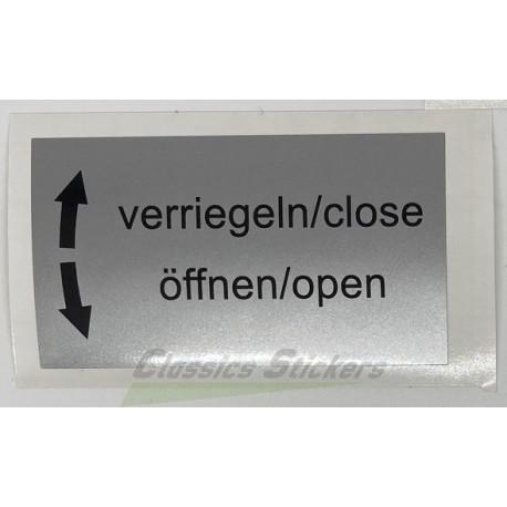 """étiquette """"Close, Open"""""""